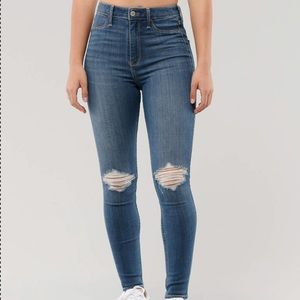 Hollister Ultra High Rise Knee Slit Jeans 🖤